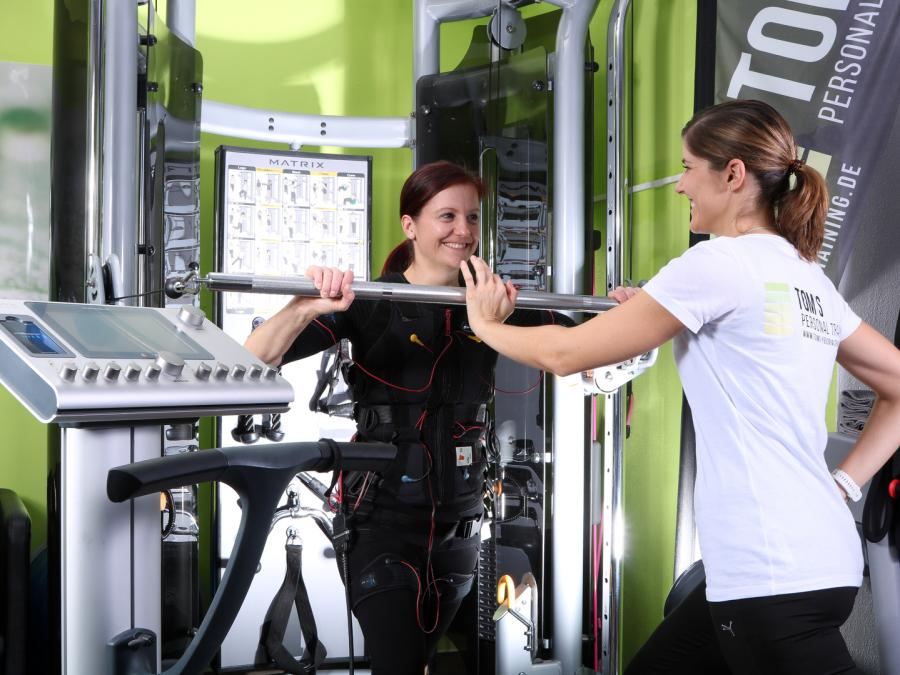 Damen trainieren mit EMS-Training